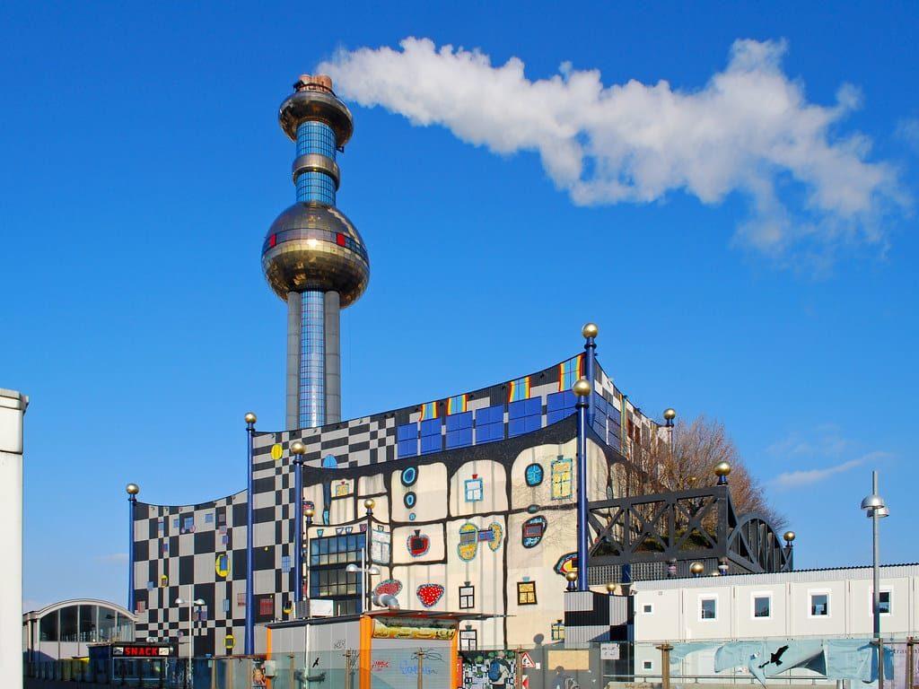 Hundertwasser Fernwärme, planta de incineracion de residuos.