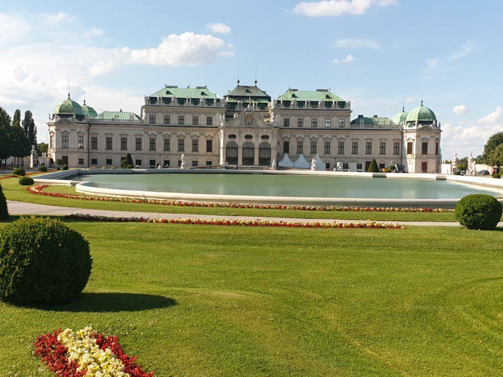 Foto de la fachada principal del Palacio Belvedere hecha en nuestro viaje a Viena en 3 días