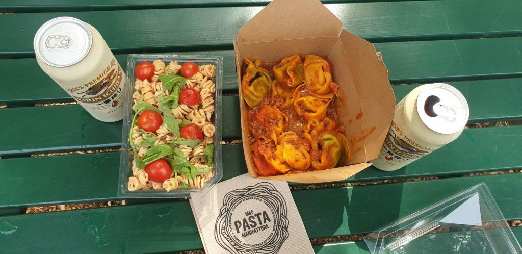 Esto es lo que comimos uno de los días en Viena, bueno , barato y en un parque muy tranquilo.