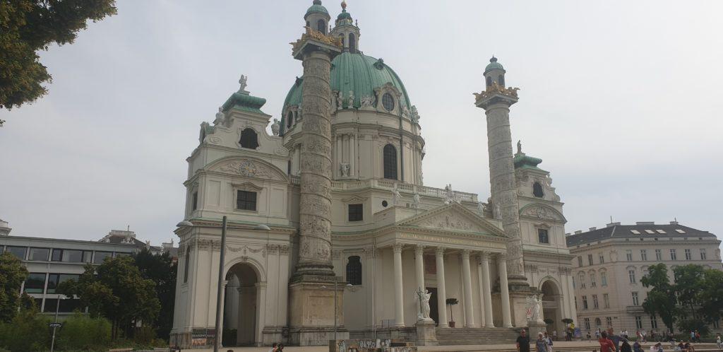 VIsta de la Iglesia de San Carlos Borromeo