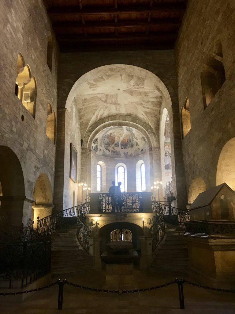 Interior de la BAsilica de San Jorge en el Castillo de Praga