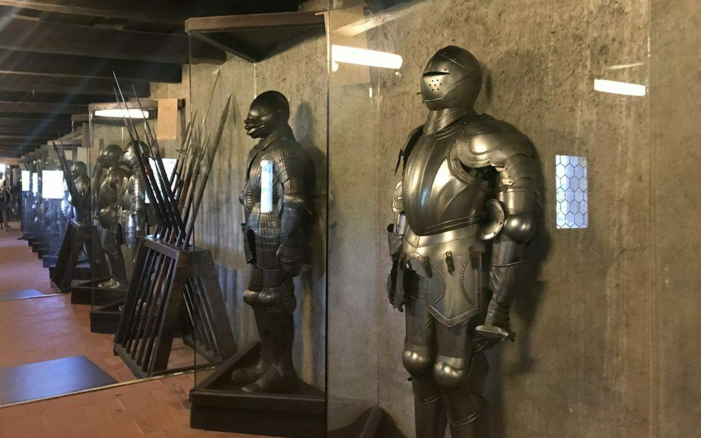 Armaduras en la mazmorra de Praga