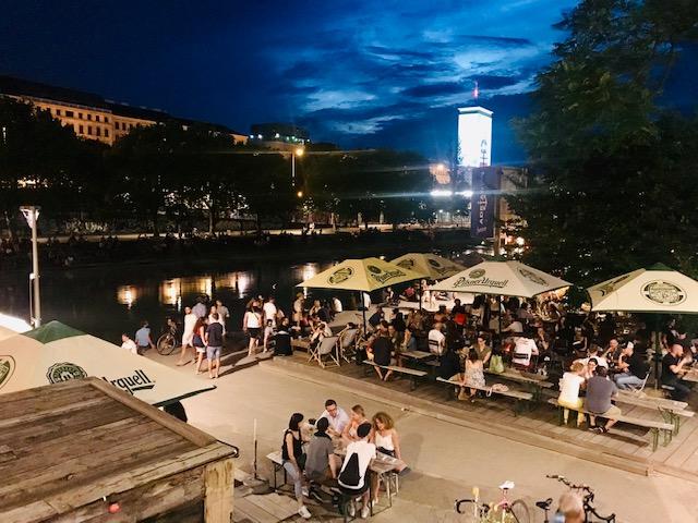 Terrazas de verano de Donaukanal en Viena en 3 días