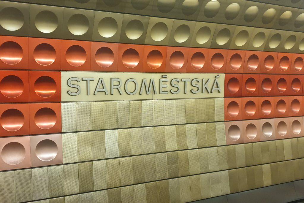 Esta es la imagen de una estacion de metro en Praga