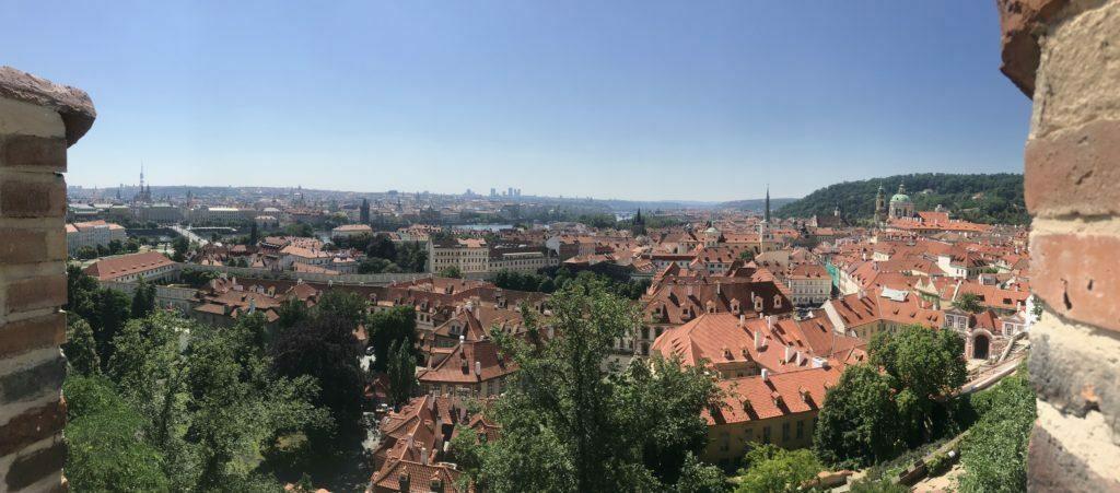 Estas son las vistas desde lo alto de Praga, en el Castillo