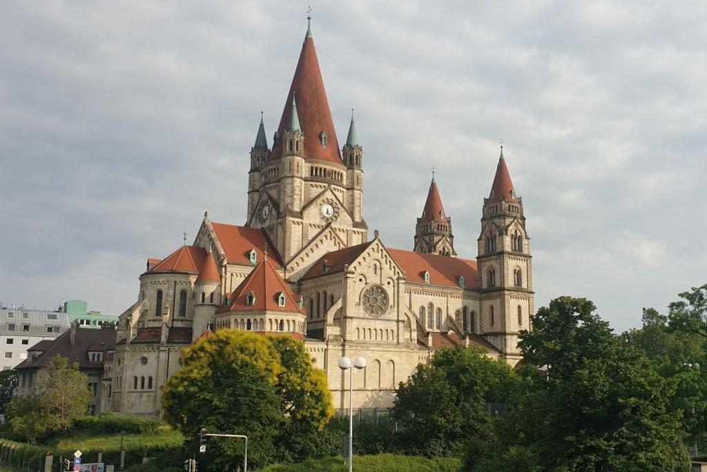Imagen tomada en un Viaje a Viena en 3 dias.Desconocida iglesia de Viena en Mexicplatz, Iglesia de San FRancisco de Asís