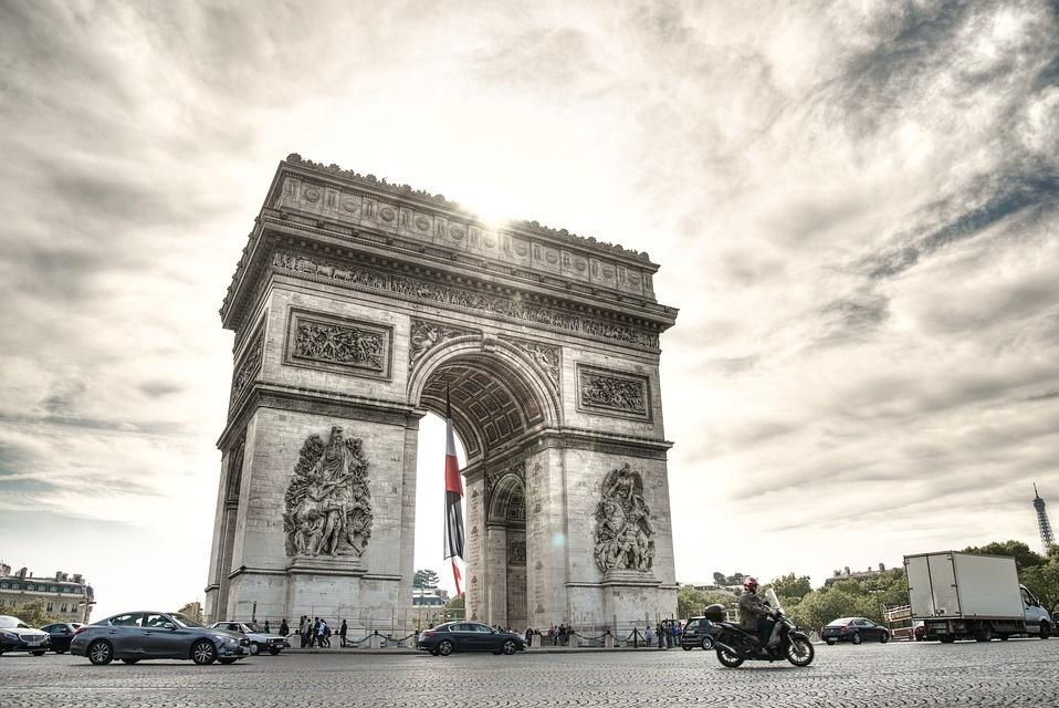 Vista del Arco del triunfo desde los campos eliseos