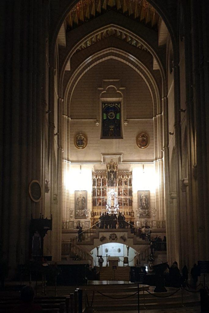 imagen de la frontal de la catedral de la Almudena en Madrid