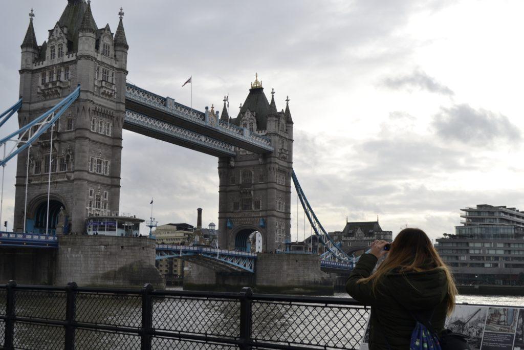 Aquí vemos el puente de la Torre en Londres